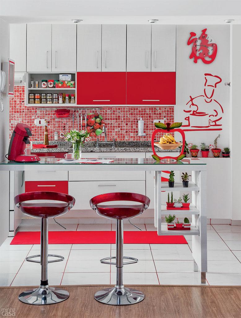 Decoração de cozinhas pequenas - aposte no vidro e acrílico